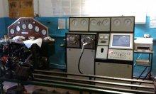 Два испытательных стенда с разницей в возрасте более, чем в 40 лет, установлены рядом, как будто специально для сравнения